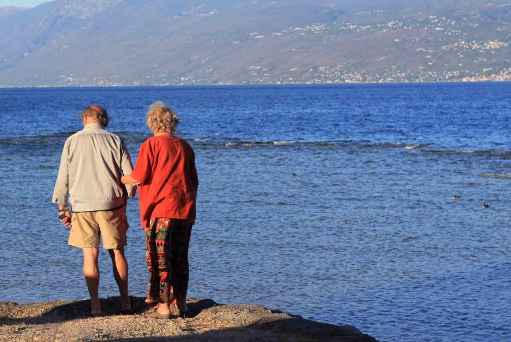 playa para los adultos mayores descanso